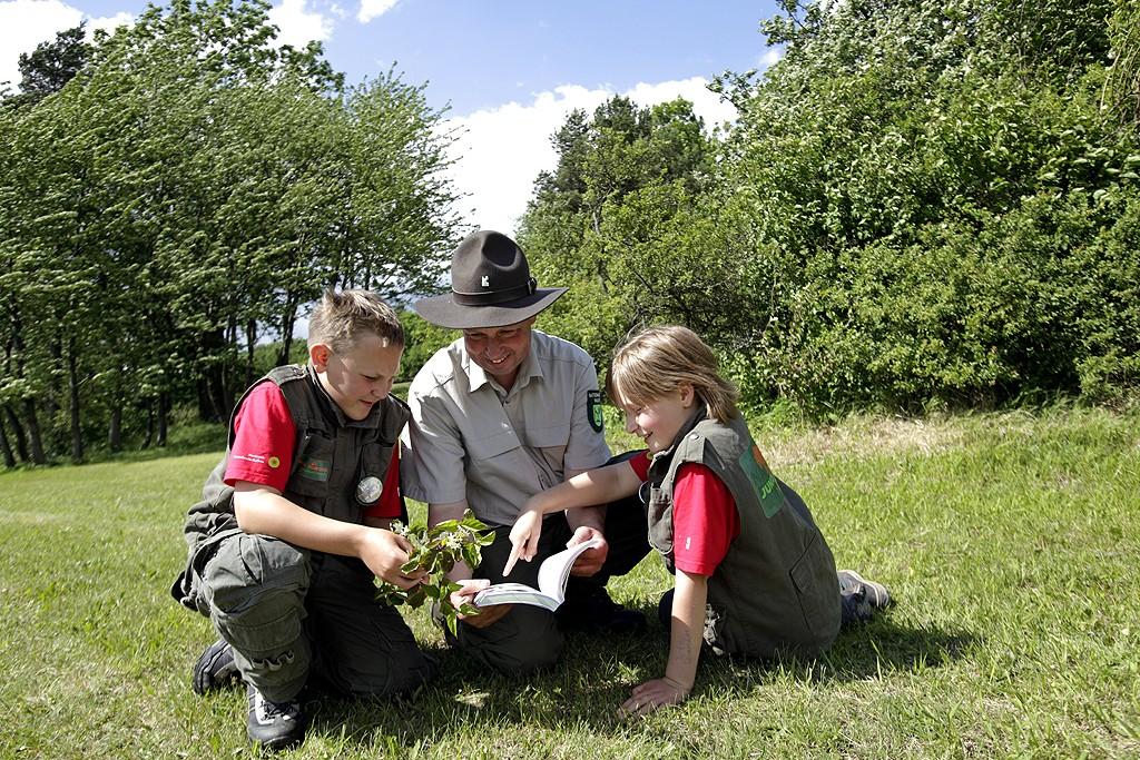 Bei Junior-Ranger-Region lernen Kinder die Besonderheiten ihrer Umwelt kennen. (c) Arnold Morascher