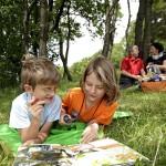 Mit dem Entdeckerheft können Familien eingeständig eine Nationale Naturlandschaft erkunden. (c) Arnold Morascher